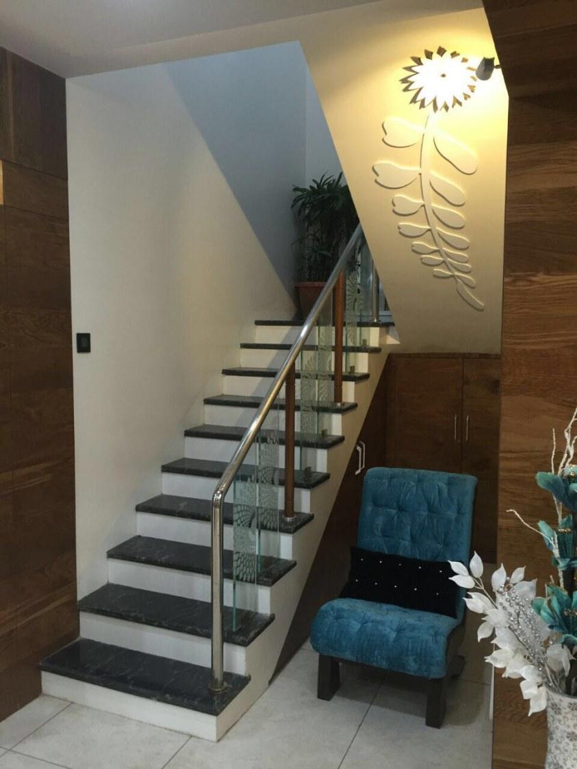 Staircase to heaven by Shweta Gulashan Sharma Modern | Interior Design Photos & Ideas