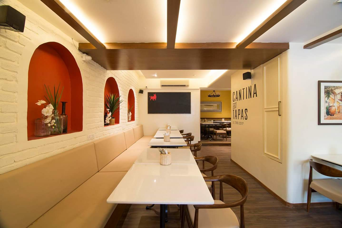 Cafe decor With Beige Colour Banquet Seating by Rajas Joshi Modern | Interior Design Photos & Ideas