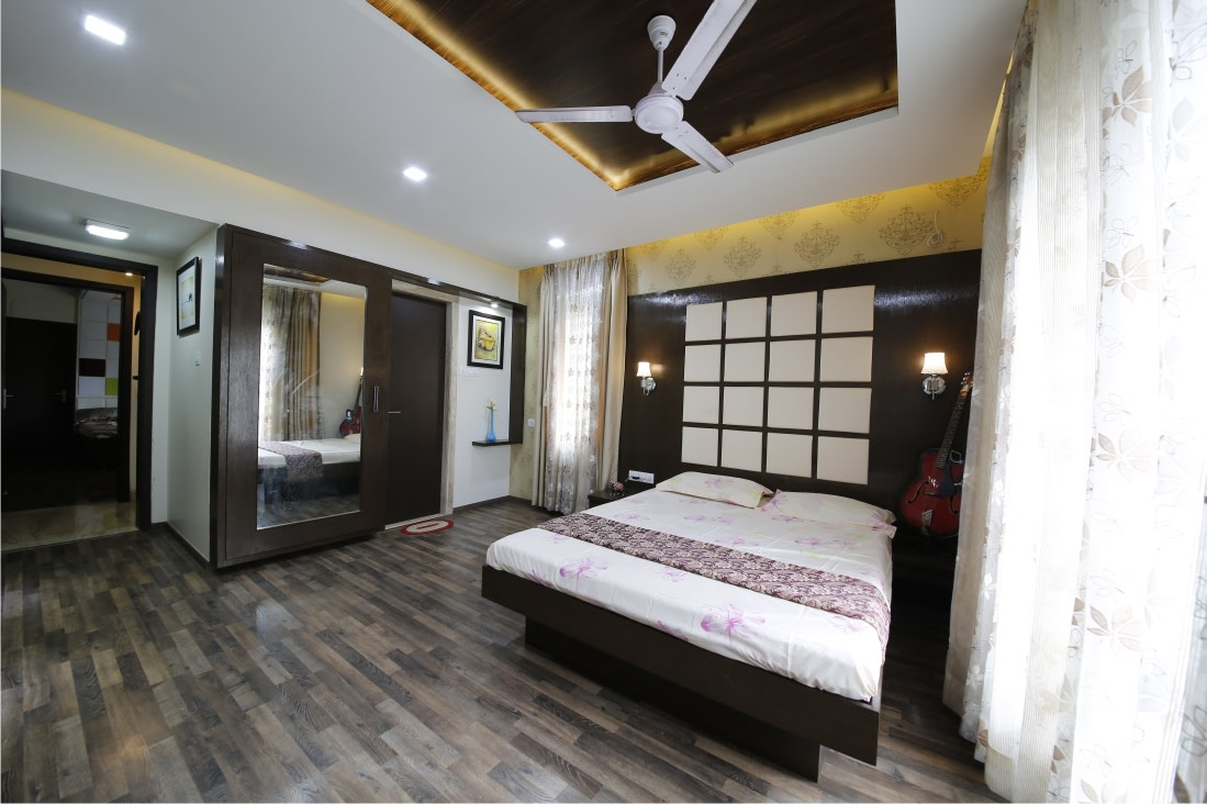 Low Floor Queen Size Bed and Wooden Vinyl Flooring by Rajas Joshi Bedroom Modern | Interior Design Photos & Ideas