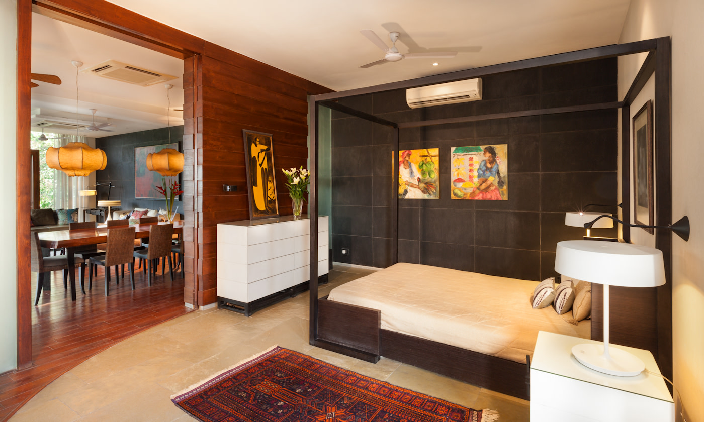 Wooden Canopy Bed And Traditional Carpet by narayan moorthy Bedroom Contemporary | Interior Design Photos & Ideas