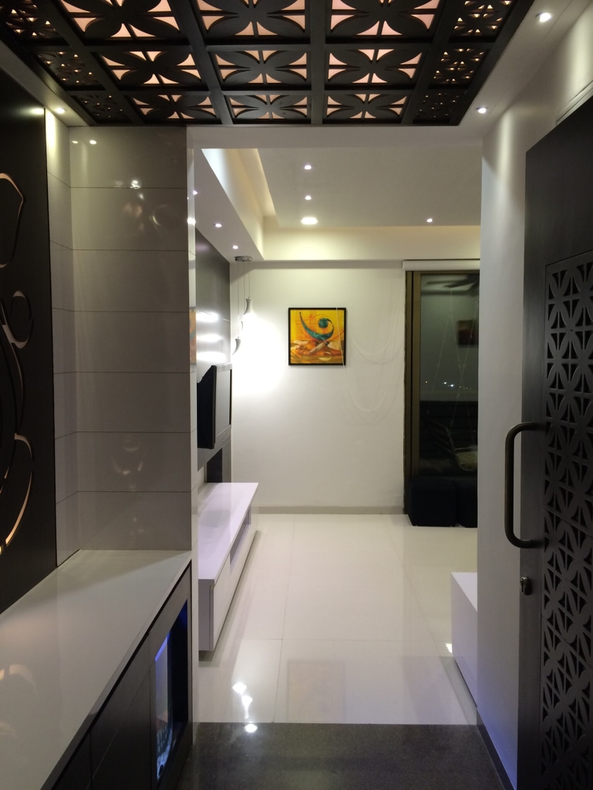 Hallway with marble flooring and false ceiling by Vatsal Hadvani Indoor-spaces Contemporary | Interior Design Photos & Ideas