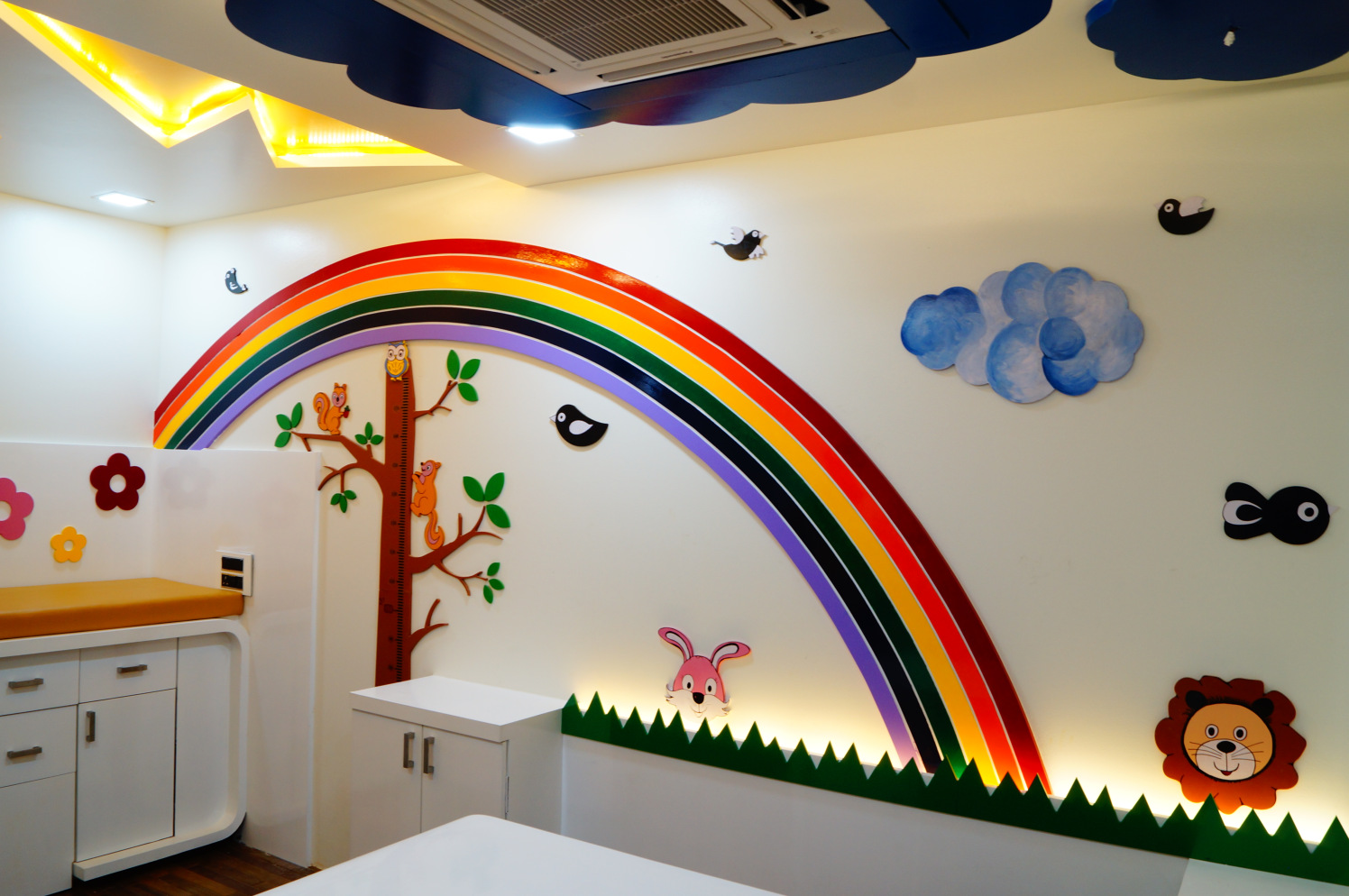 Catch the rainbow by Aishwarya Sagar Kadam Contemporary | Interior Design Photos & Ideas