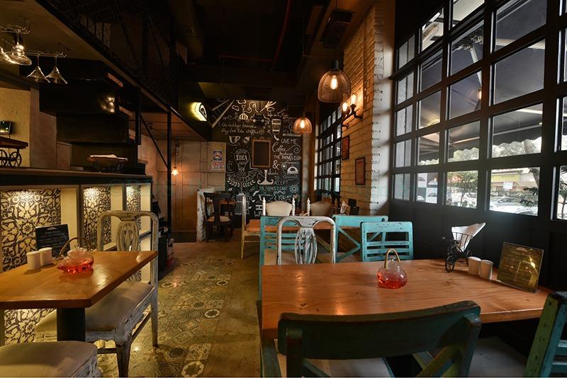 Coffee breaks by Shweta Makwana Modern | Interior Design Photos & Ideas