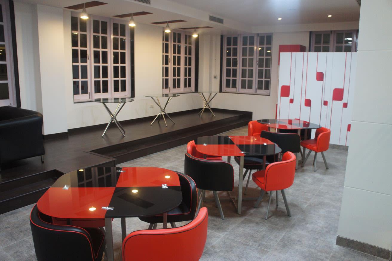 Round table by Sanchit Tyagi Modern | Interior Design Photos & Ideas