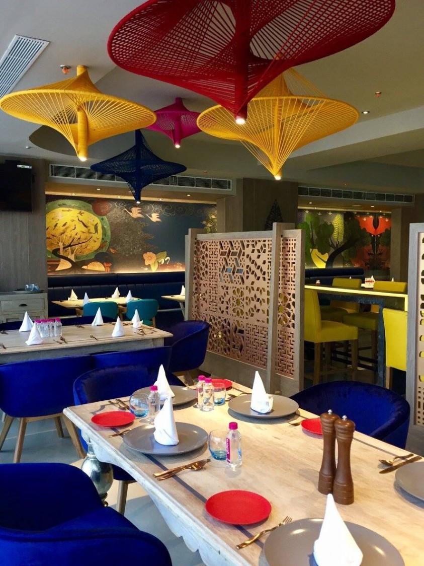 Perfect restaurant space by Chetna Vijay Yadav Contemporary | Interior Design Photos & Ideas