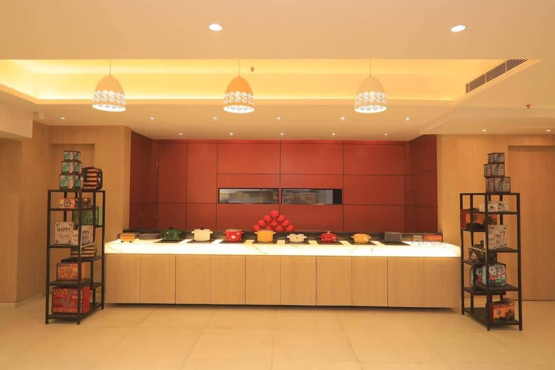 Restaurant space by Chetna Vijay Yadav Contemporary | Interior Design Photos & Ideas