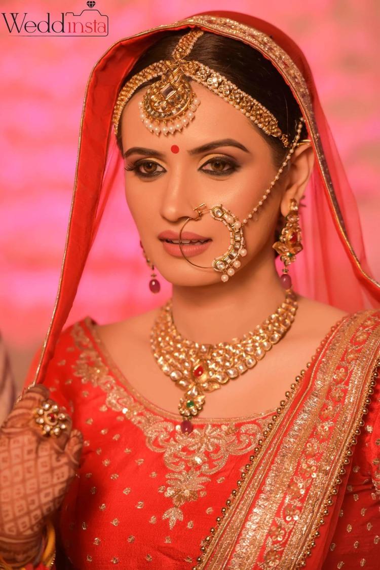 Perfect Combination Of Red Lehenga And Polki-Kundan Set by Anoop Mahajan Wedding-photography Bridal-jewellery-and-accessories Bridal-makeup | Weddings Photos & Ideas