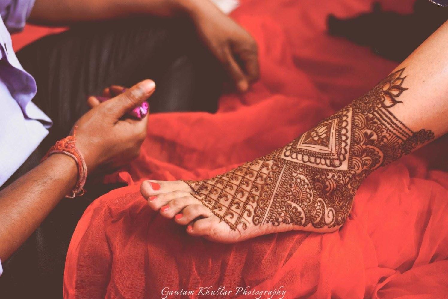 Net Styled Geometrical Patterned Feet Mehendi by Gautam Khullar Bridal-mehendi | Weddings Photos & Ideas