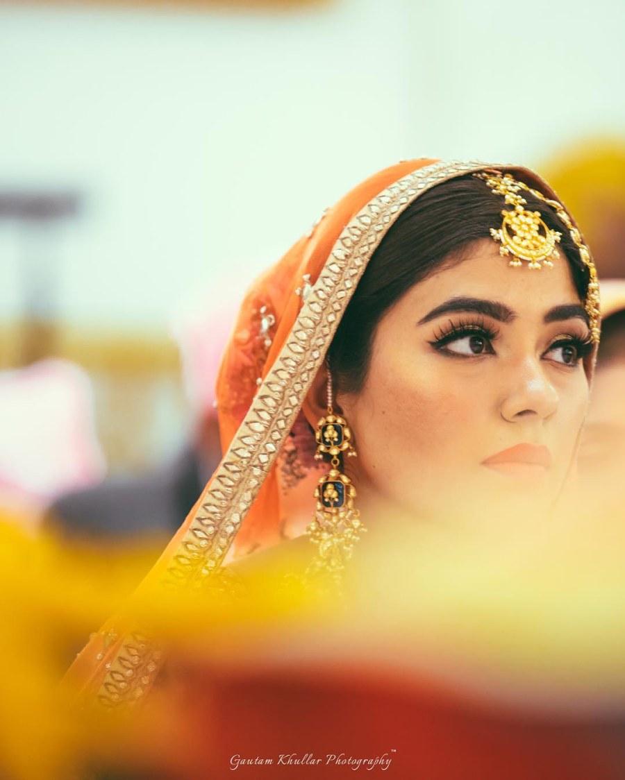 Light And Simple Bridal Makeup And A Golden Maang Tika by Gautam Khullar Wedding-photography Bridal-jewellery-and-accessories Bridal-makeup | Weddings Photos & Ideas