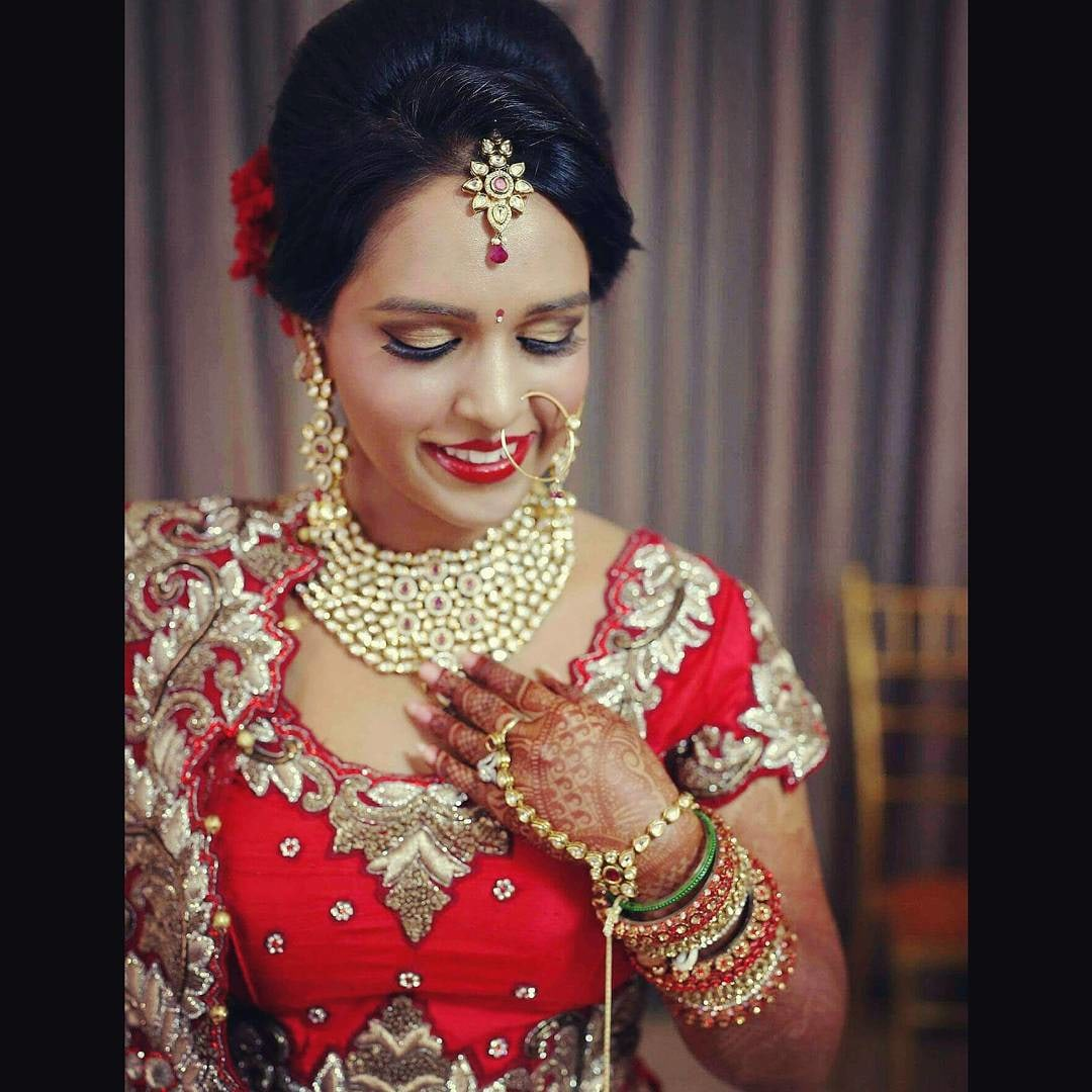 Indian Bride Flaunting Her All Kundan Jewellery by Anchal Kumar Bridal-makeup Bridal-jewellery-and-accessories | Weddings Photos & Ideas