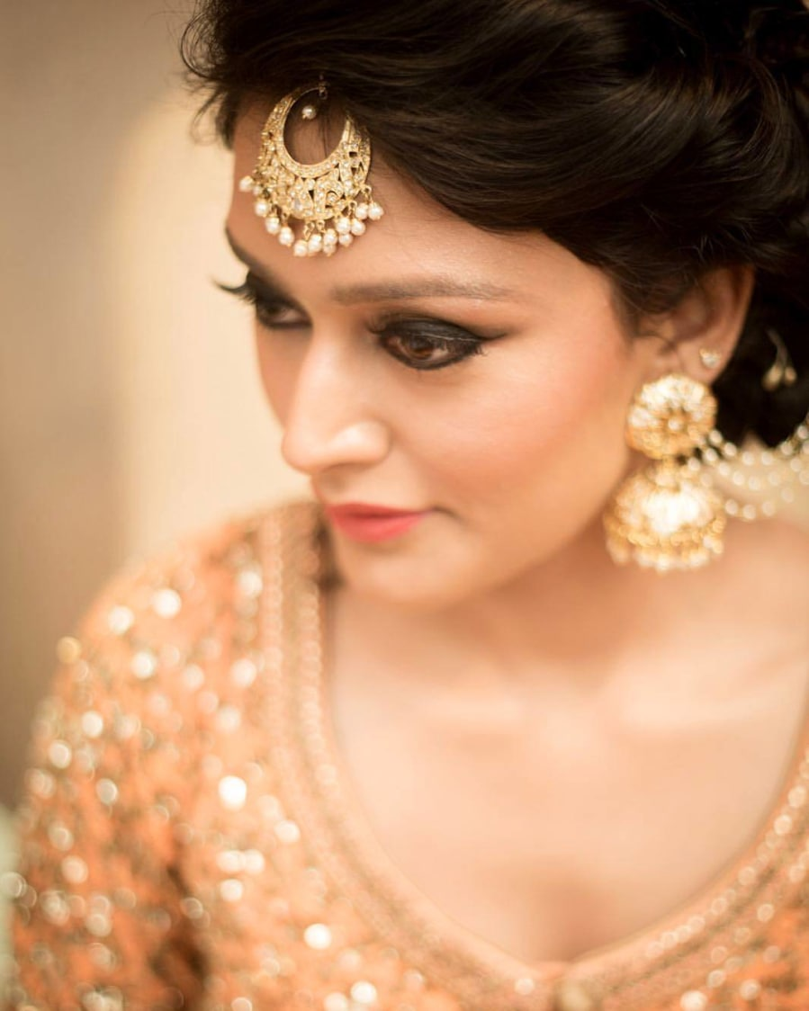 Golden And White Gemstones Mang Tikka by Anchal Kumar Bridal-makeup Bridal-jewellery-and-accessories | Weddings Photos & Ideas