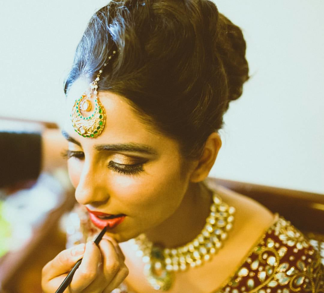 Bride Getting Ready With Bold Makeup by Anchal Kumar Bridal-makeup Bridal-jewellery-and-accessories | Weddings Photos & Ideas