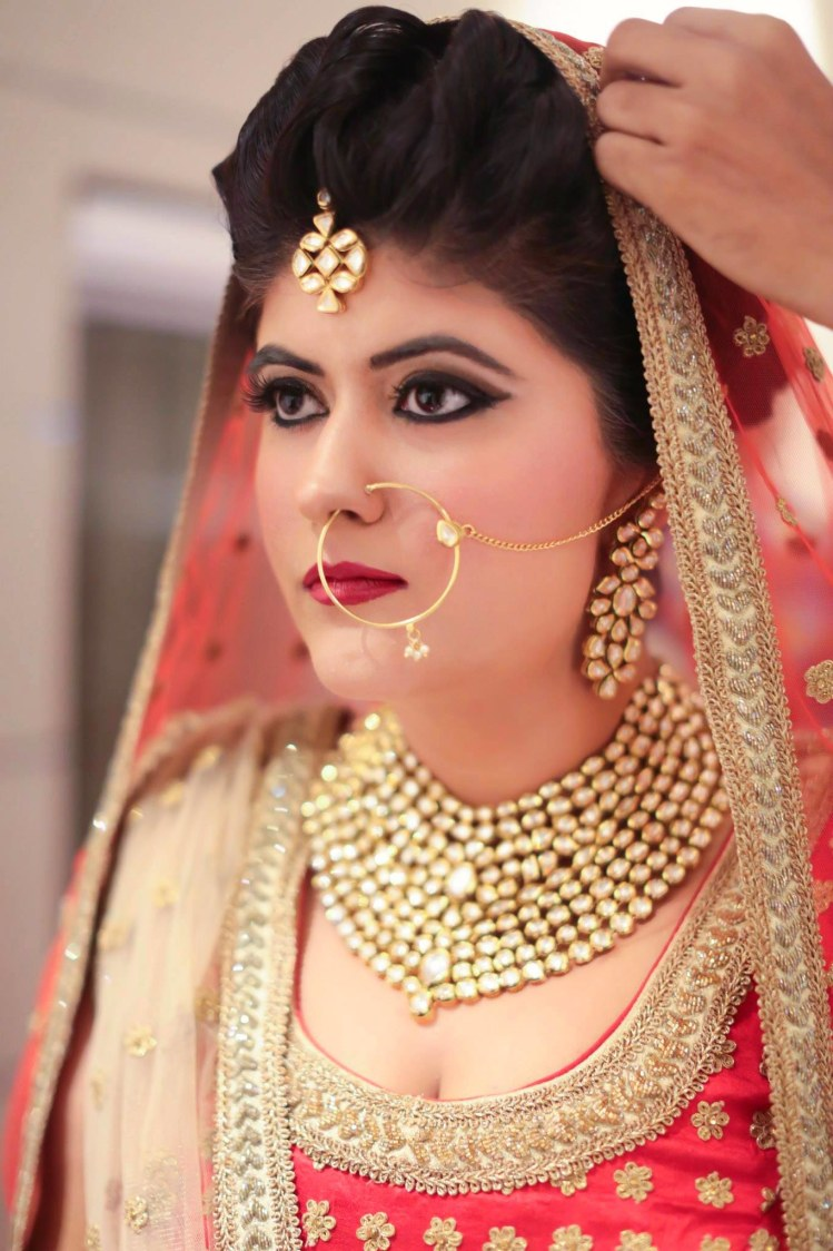 Indian Bride In All Kundan Jewellery by Anchal Kumar Bridal-makeup Bridal-jewellery-and-accessories | Weddings Photos & Ideas
