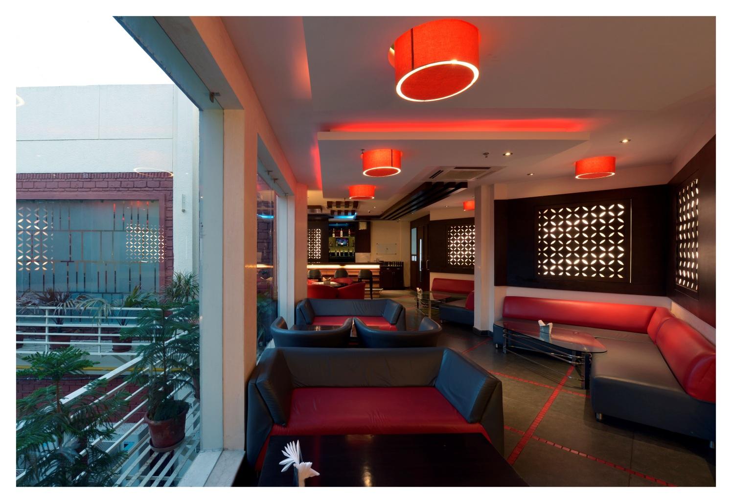 Bar With Retro Touch by Vijay Kapur Contemporary | Interior Design Photos & Ideas
