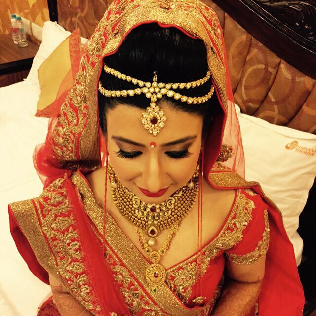 Raani maatha-patti is just the thing! by Bobby Chopra Bridal-makeup | Weddings Photos & Ideas