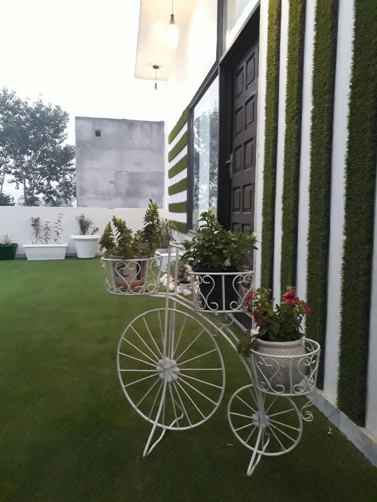 Designer Terrace Garden by Khyaati Verma Open-spaces Contemporary | Interior Design Photos & Ideas