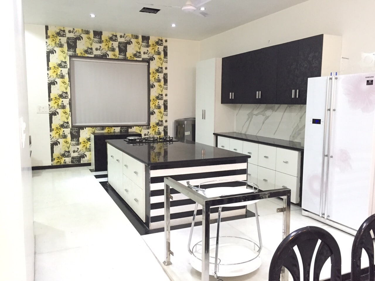 Well Furnished  Kitchen With Wall Art And Cabinets by Khyaati Verma Modular-kitchen Contemporary | Interior Design Photos & Ideas