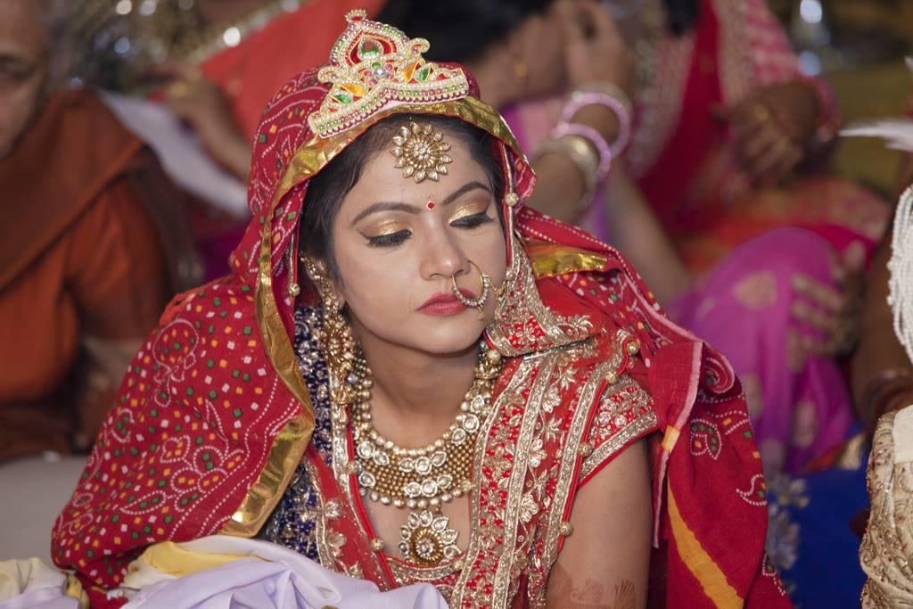 Gorgeous Bride Wearing Dark Bronze Eyeshadow With Winked Eyeliner by Arpit Gulati Bridal-makeup Bridal-jewellery-and-accessories | Weddings Photos & Ideas
