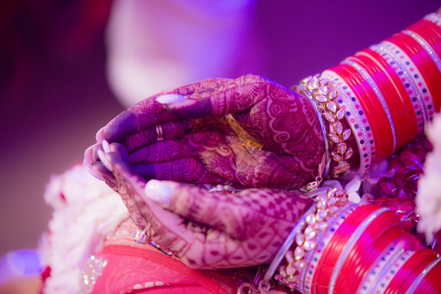 Henna Adorned Hands by Arpit Gulati Wedding-photography Bridal-jewellery-and-accessories | Weddings Photos & Ideas
