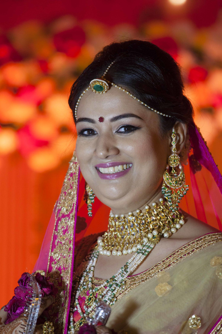 Gorgeous Bride Smiling Wearing Pearl Border Neccklace by Arpit Gulati Wedding-photography Bridal-jewellery-and-accessories Bridal-makeup | Weddings Photos & Ideas