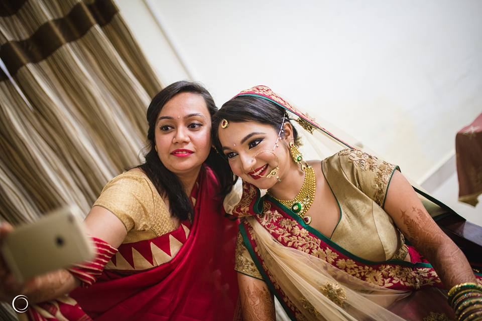 Selfie with the gorgeous bride by Amish Photography Wedding-photography | Weddings Photos & Ideas