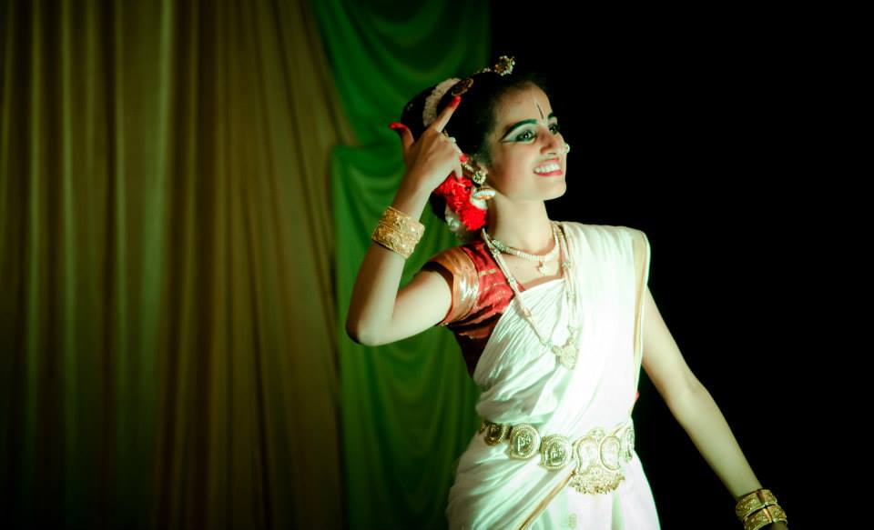 Dancing bengali girl by Click n' Cherish Wedding-photography | Weddings Photos & Ideas