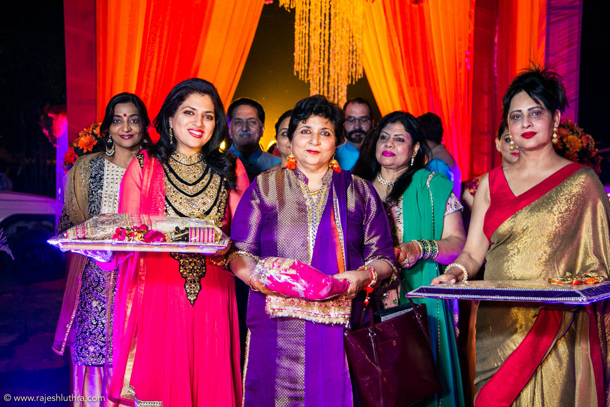 Gifts for bride by Rajesh Luthra Photography Wedding-photography | Weddings Photos & Ideas