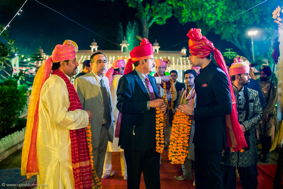 Welcoming the guests by Rajesh Luthra Photography Wedding-photography | Weddings Photos & Ideas