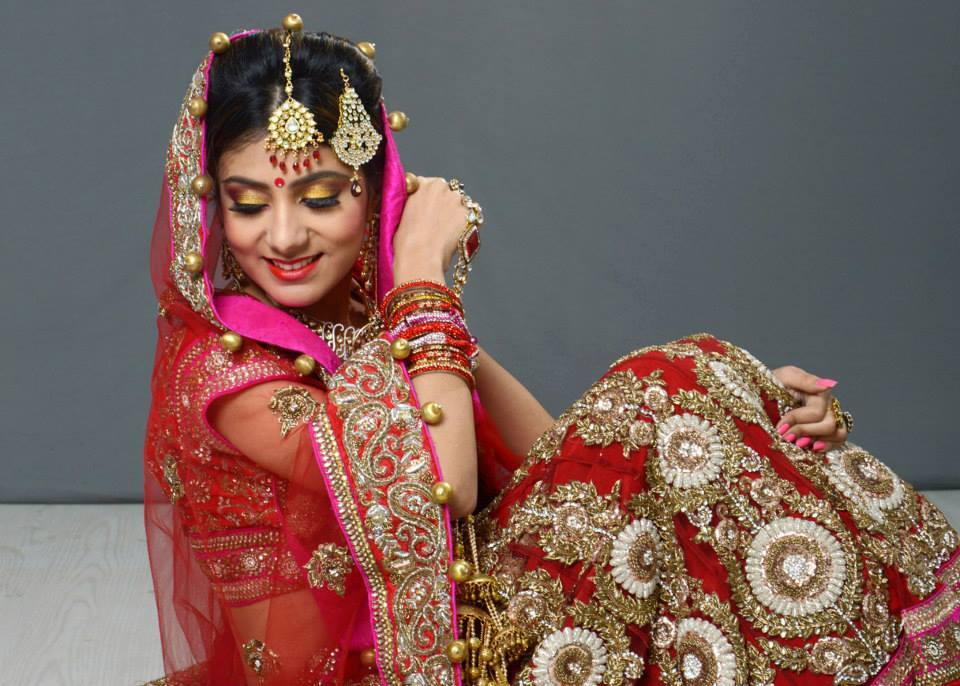 Exquisiteness in glance by Aarti Makker professional Makeup Artist Bridal-makeup | Weddings Photos & Ideas