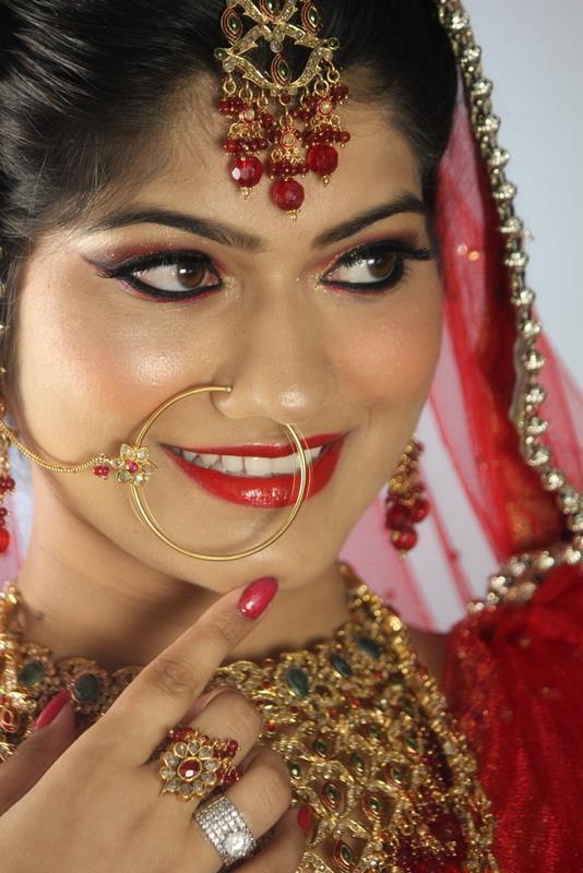 Winsome bridal gape by Aarti Makker professional Makeup Artist Bridal-makeup | Weddings Photos & Ideas