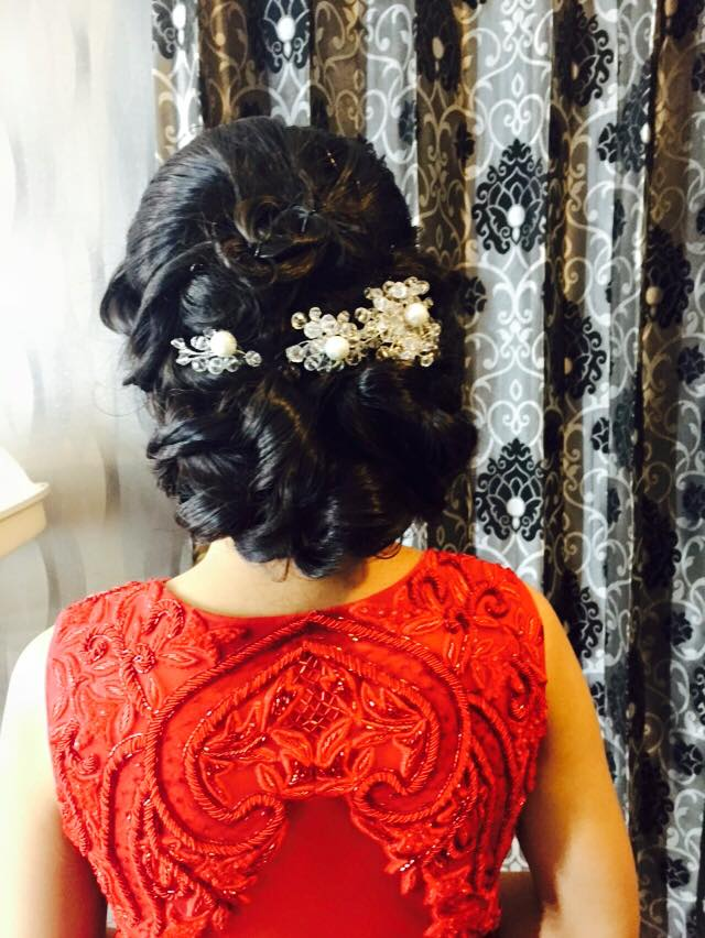 Admirable coiffure by Aarti Makker professional Makeup Artist Wedding-photography | Weddings Photos & Ideas