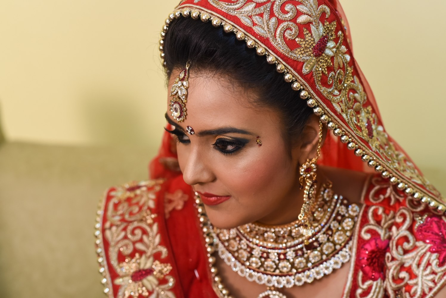 Glowing makeup with smokey eyes by Richa Malik Bridal-makeup | Weddings Photos & Ideas