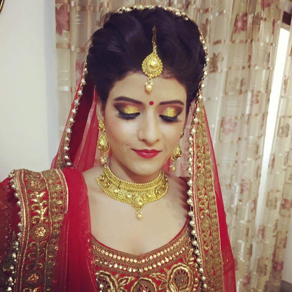 She chose glitter by Richa Malik Bridal-makeup | Weddings Photos & Ideas