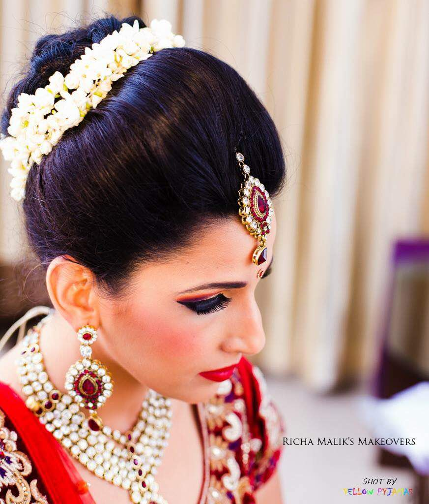 Minimal makeup with think coat of mascara by Richa Malik Bridal-makeup | Weddings Photos & Ideas