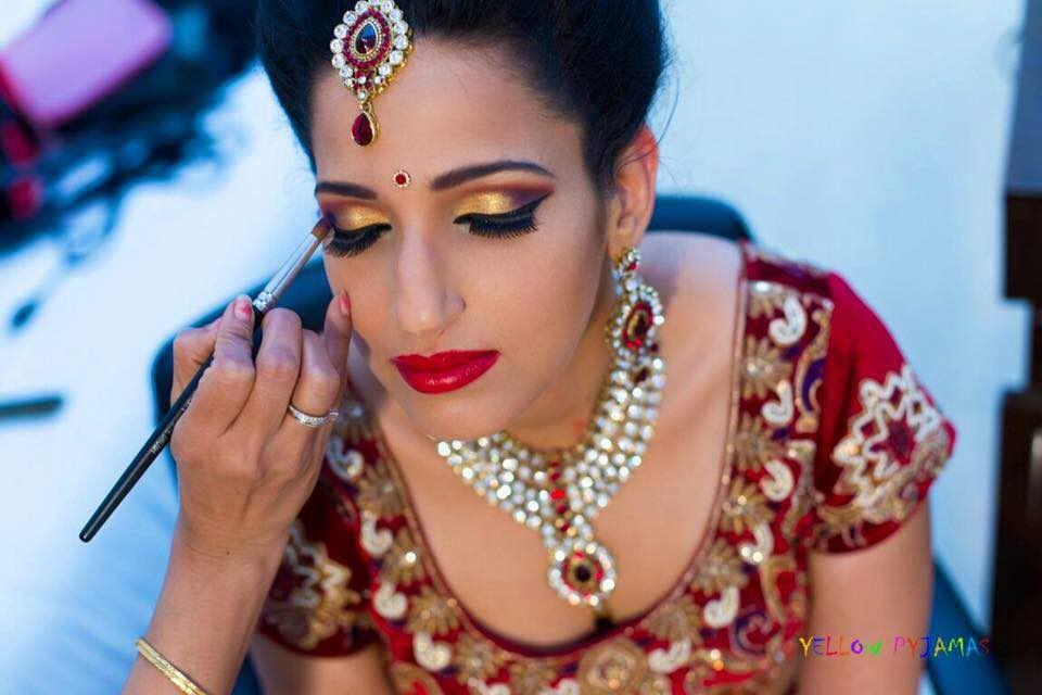 Copper eye shadow and light makeup by Richa Malik Bridal-makeup | Weddings Photos & Ideas