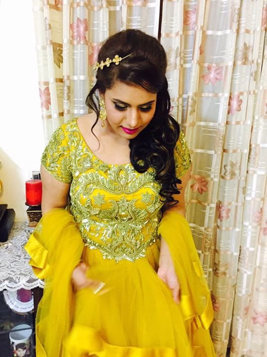 Hair accessory complementing well by Richa Malik Wedding-photography | Weddings Photos & Ideas