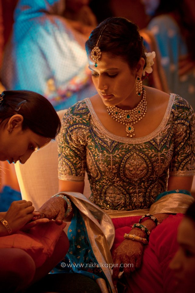 Mehndi on the bride by Nikhil Kapur Photography Wedding-photography | Weddings Photos & Ideas