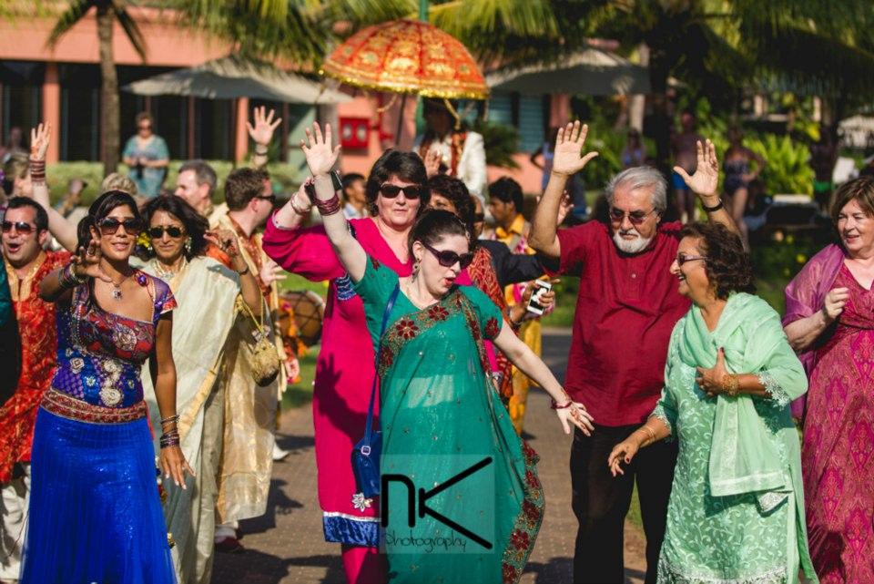 Mandatory Baarati dance by Nikhil Kapur Photography Wedding-photography | Weddings Photos & Ideas