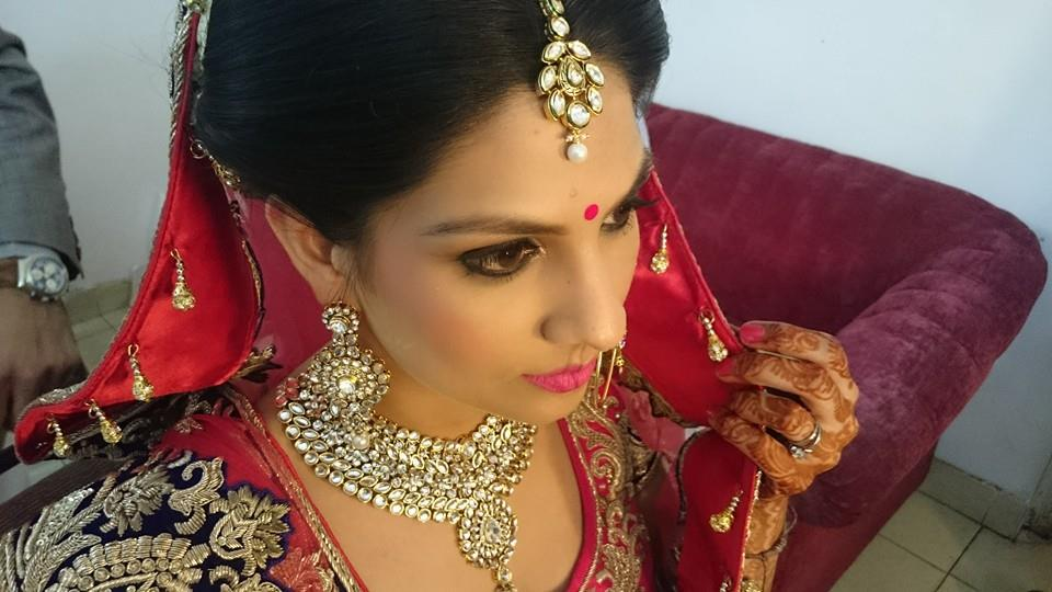Elegant look of a bride by Nishi Singh Bridal-makeup | Weddings Photos & Ideas