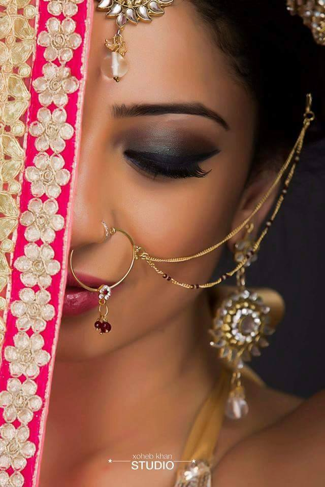 Dazzling dark eye make-up of a bride by Nishi Singh Bridal-makeup | Weddings Photos & Ideas
