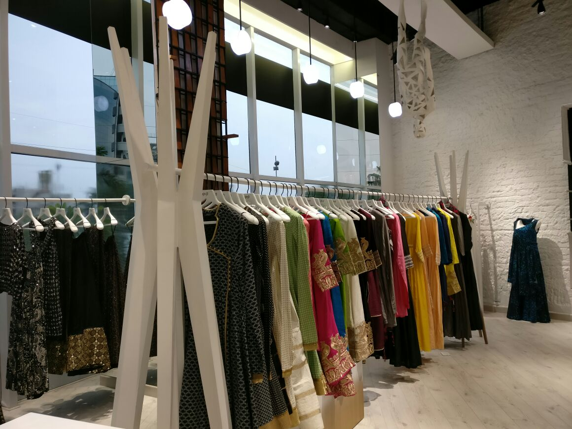 White Themed Ethnic Wear Showroom by Abhinav Jain | Interior Design Photos & Ideas