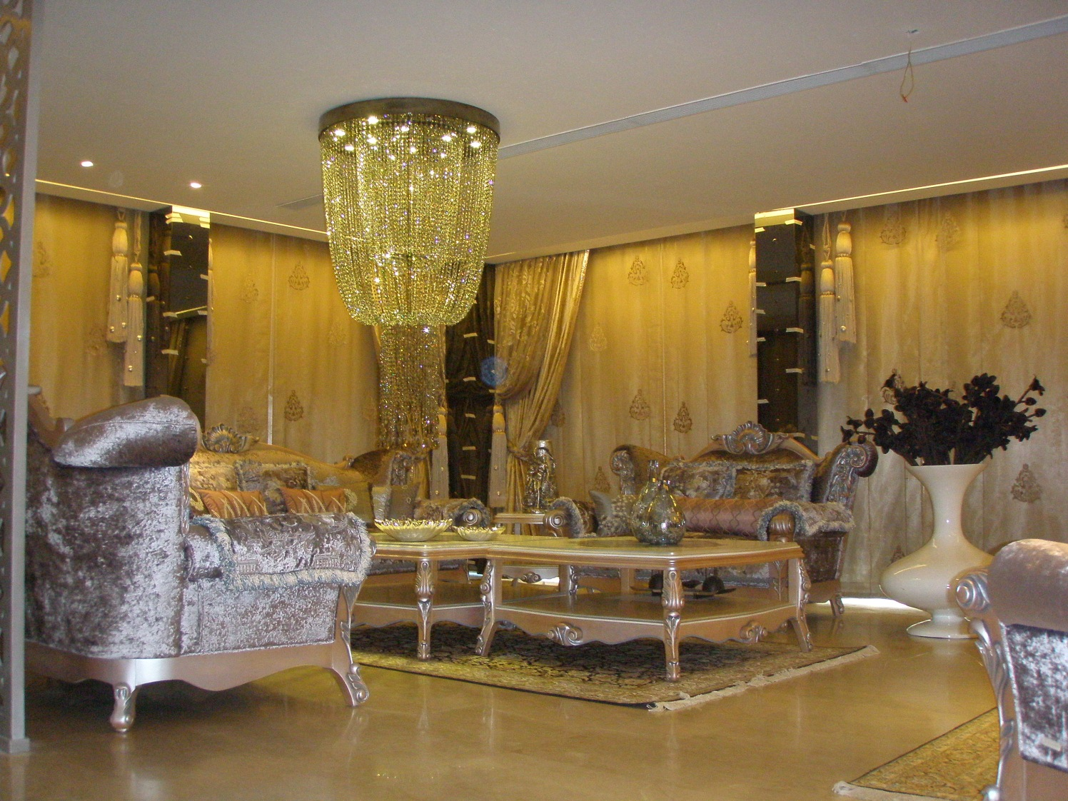 Gold And Silver Shade Vintage Living Room by Khayati Living-room Vintage | Interior Design Photos & Ideas
