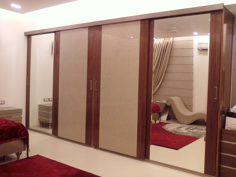 Wooden Wardrobe With Mirrors In Bedroom by Khayati Bedroom Contemporary | Interior Design Photos & Ideas
