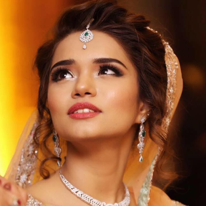 Thumbs up to smudged bronze look by Pooja Sonik Shukla Bridal-makeup | Weddings Photos & Ideas