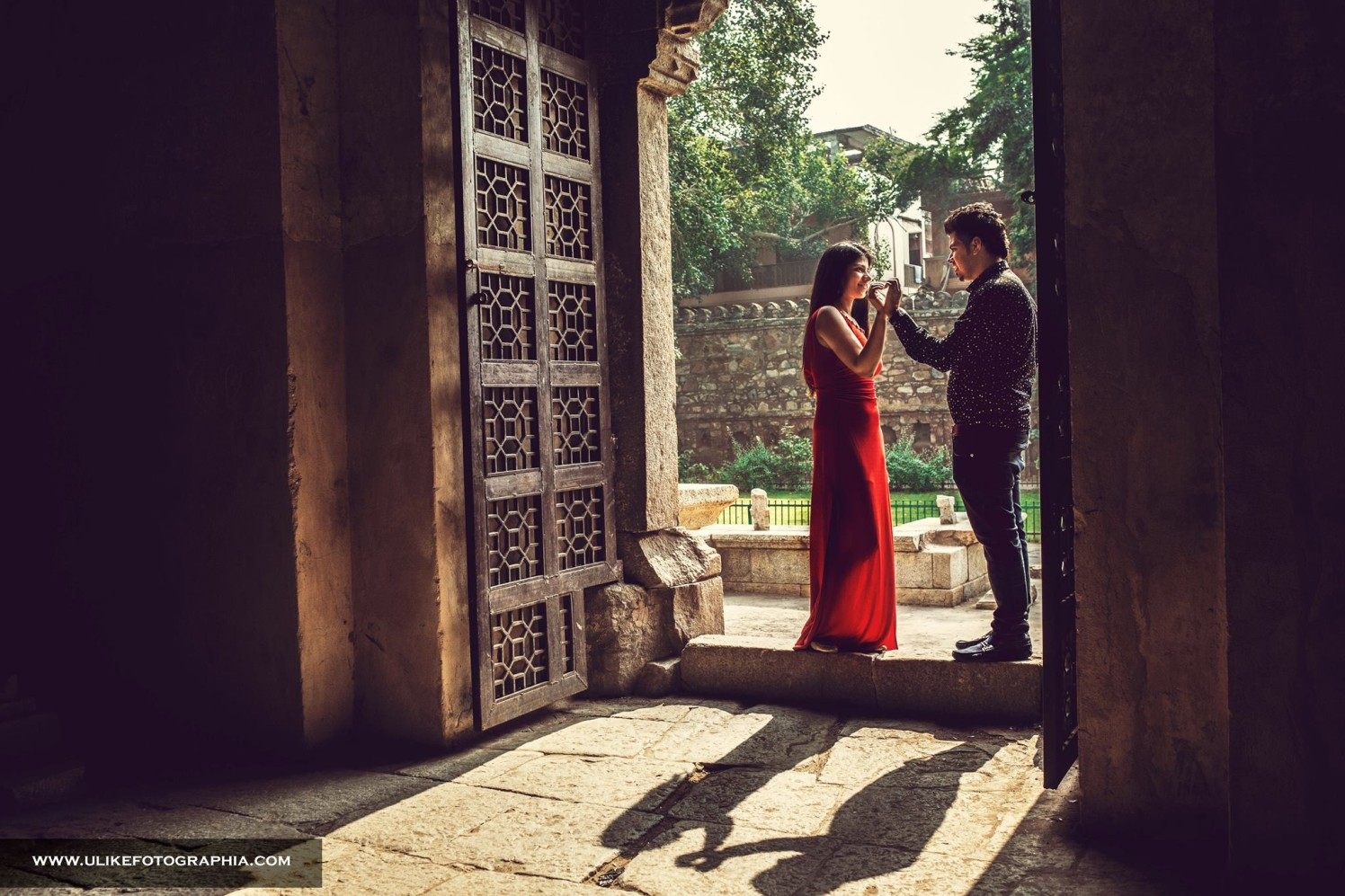 The artistic doorway by ULike Fotographia Wedding-photography | Weddings Photos & Ideas