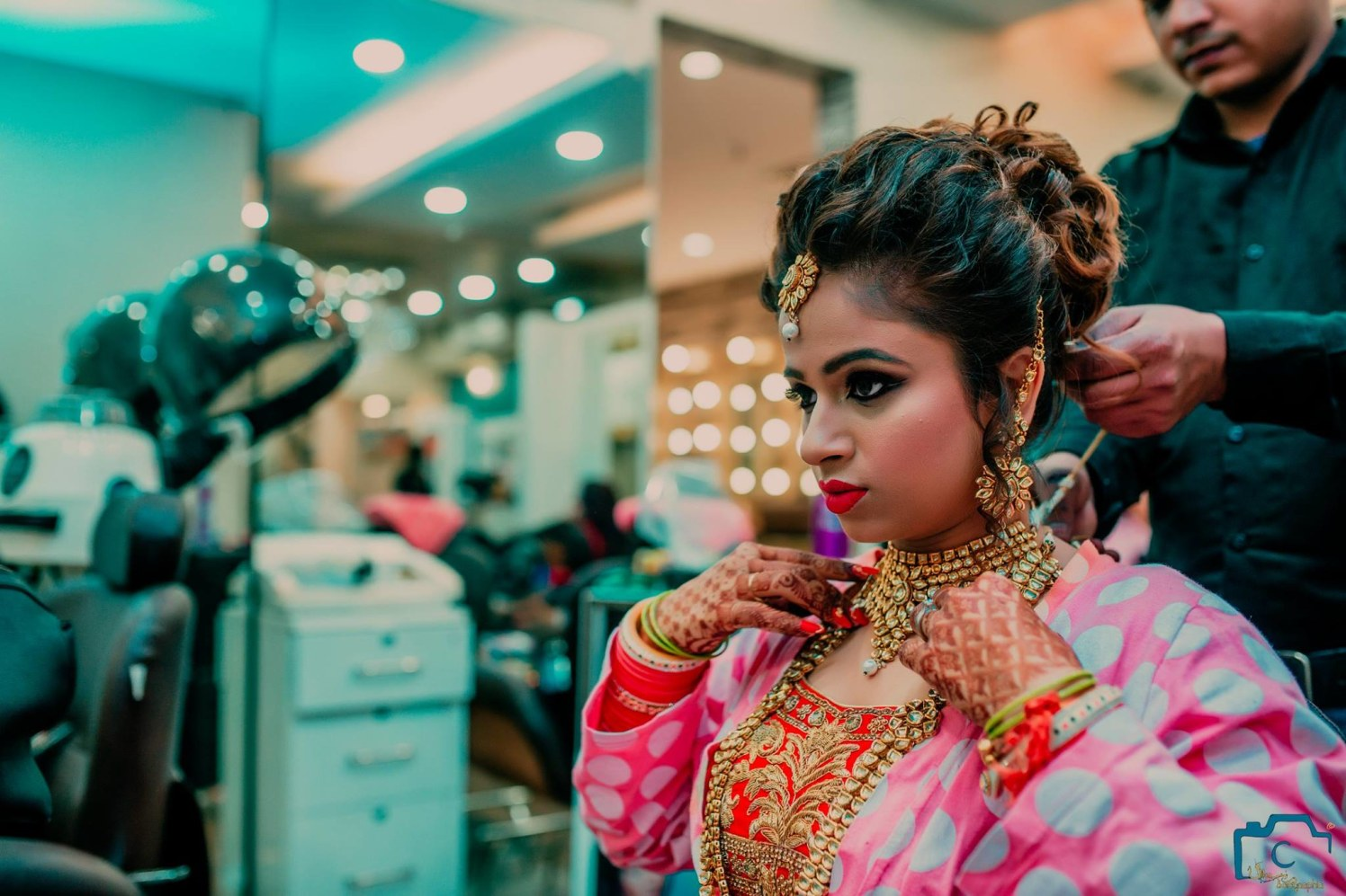 Getting her perfect look for wedding by ULike Fotographia Wedding-photography | Weddings Photos & Ideas