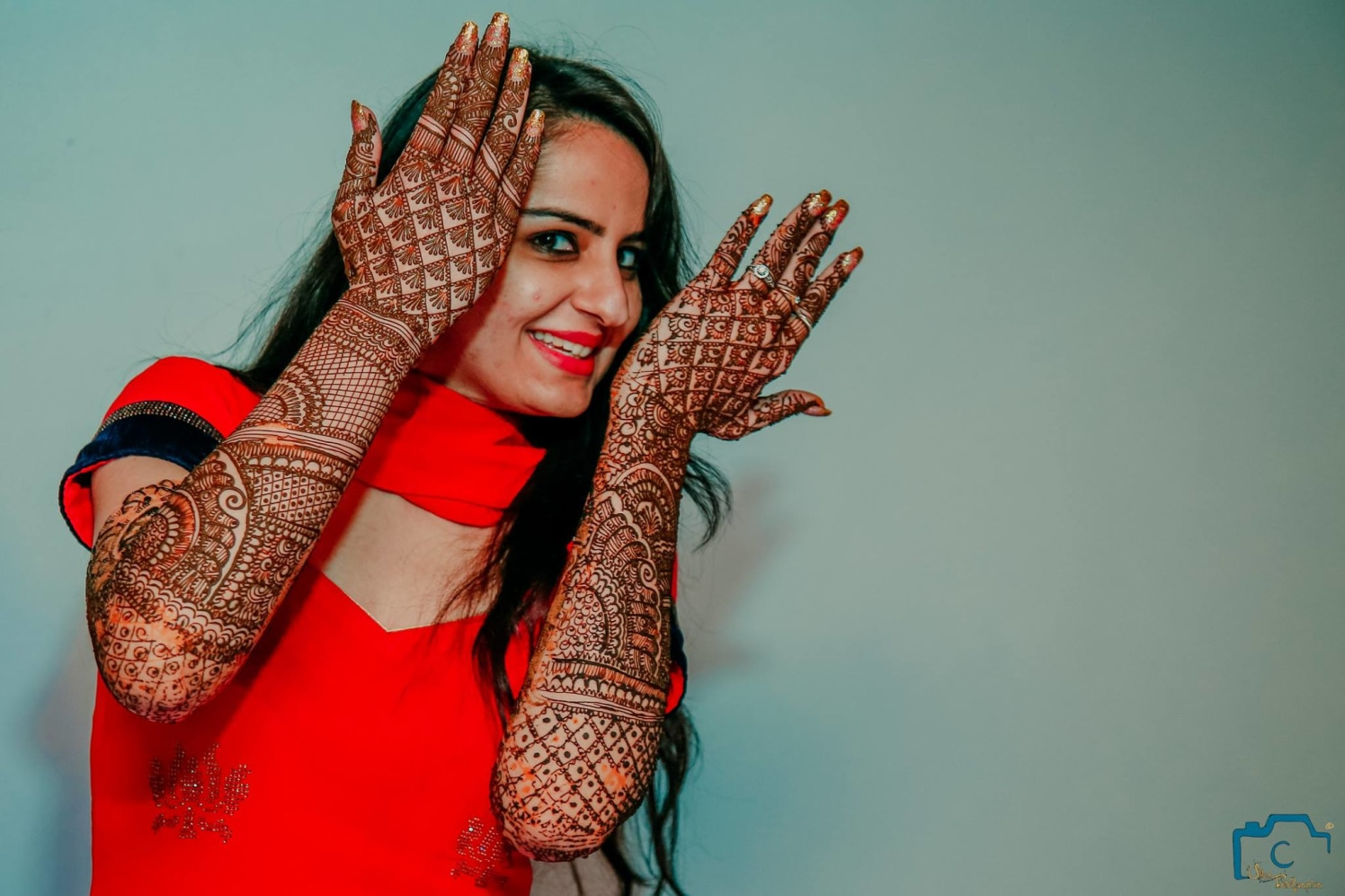 Posing her beautiful mehendi designs by ULike Fotographia Wedding-photography | Weddings Photos & Ideas