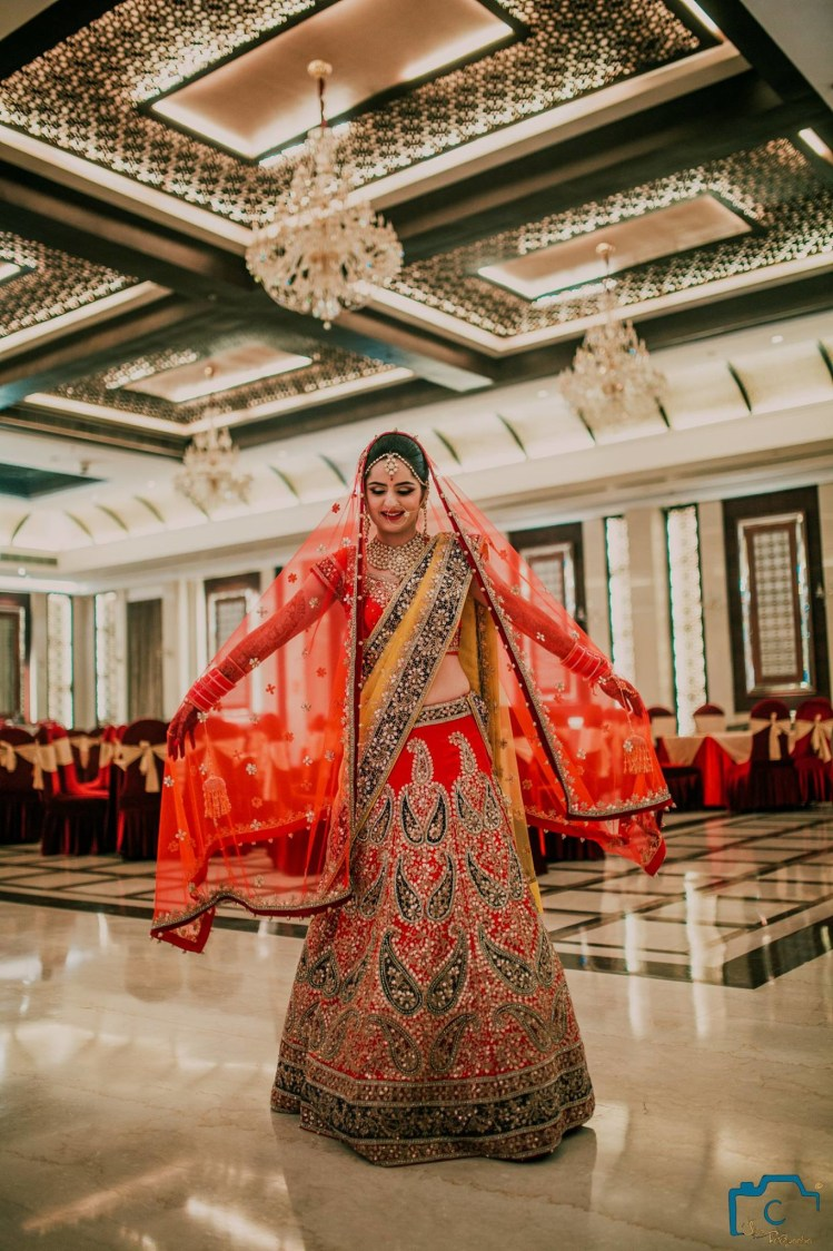 Flaunting her beautiful lehenga by ULike Fotographia Wedding-photography | Weddings Photos & Ideas