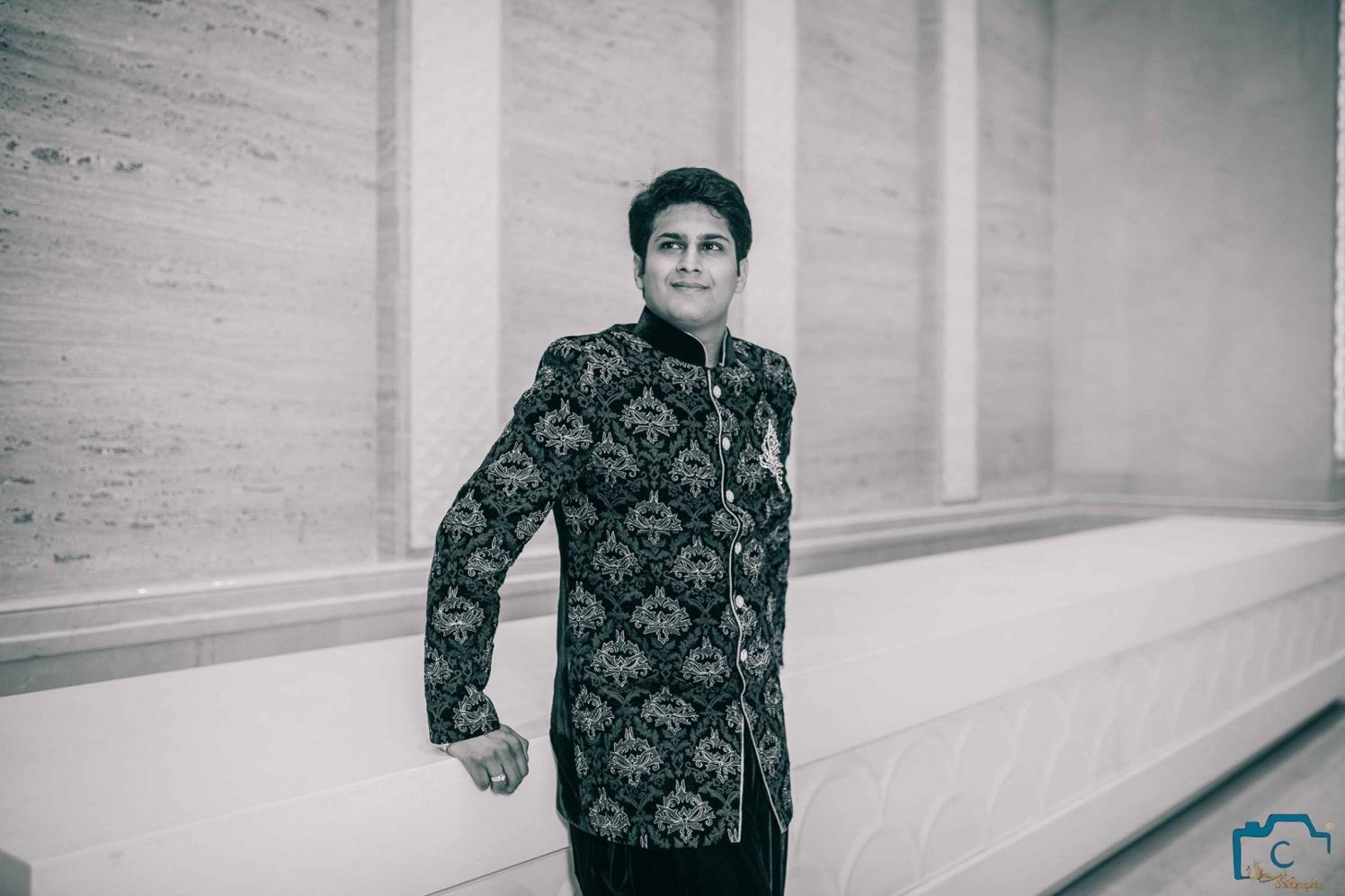 Groom likes to pose! by ULike Fotographia Wedding-photography   Weddings Photos & Ideas