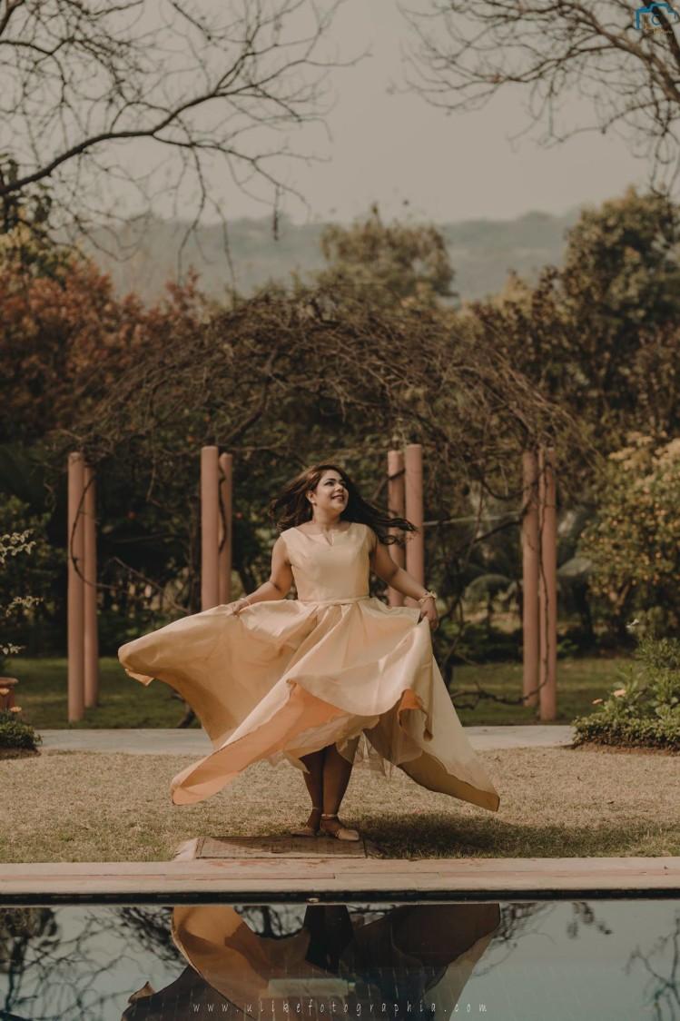 Flaunting the fabulous dress by ULike Fotographia Wedding-photography   Weddings Photos & Ideas